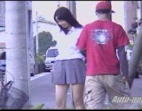 【制服JK風チラハプニング】突然の突風でペロンで舞い上がるミニスカート!!これぞ風チラ!こんなスポットがあれば毎日通うwww