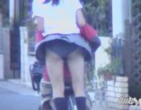 【風チラハプニング】制服JKが自転車に二人乗りしてパンチラ!これがチャリパンチラってやつかwwwスカートぺろりんwww