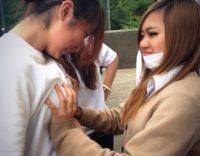 【おふざけ画像】エッチなJK女子高生が「胸おっぱいの大きさ」友達と比べるとかwwww